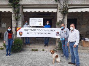 El Alcalde y los concejales junto a los directivos de la Sociedad de Cazadores.